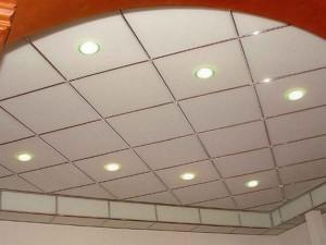 Как монтировать подвесные кассетные потолки?