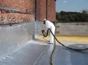 Гидроизоляционные работы во время ремонта жилых домов