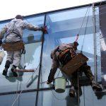Цена на мойку окон альпинистами
